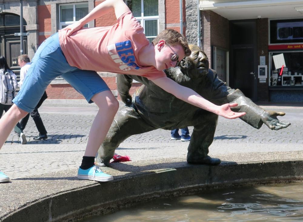 Paul & Bronzestatue Aachen