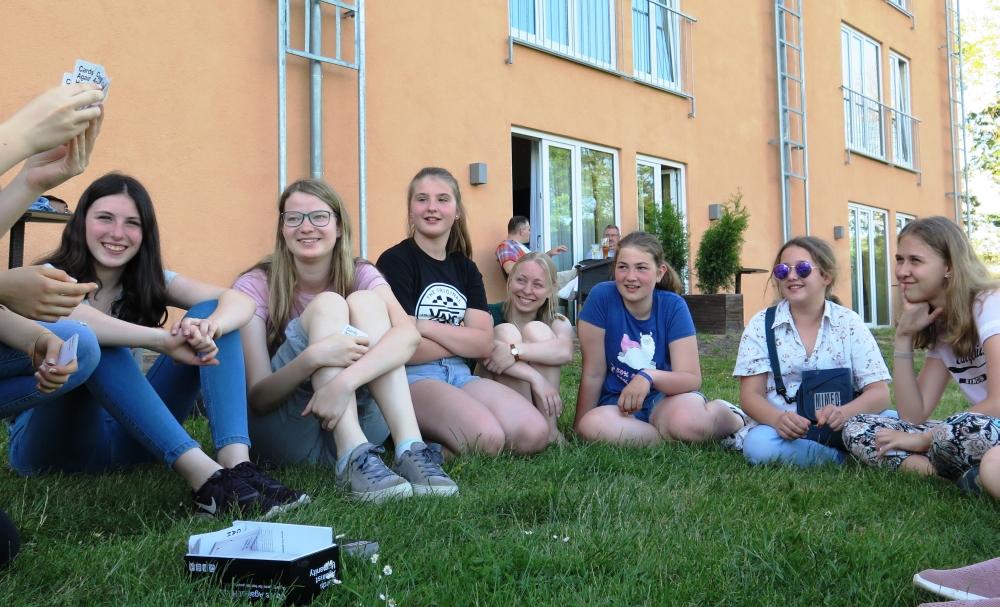 dt. Mädels beim Chill-Out hinter JuFa Jülich